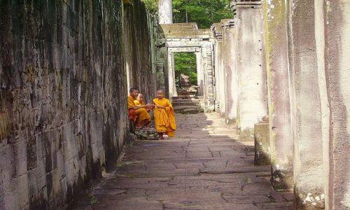Zdjęcie KAMBODżA / okolice Siem Reap / świątynia Bayon - Angkor Wat / odpoczynek w światyni