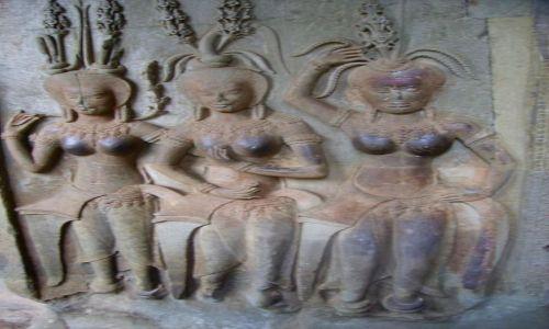 Zdjecie KAMBODżA / okolice Siem Reap / światynia Angkor Wat / wygładzone dotykiem męskich dłoni!