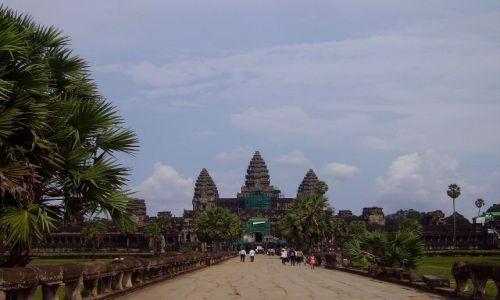 KAMBODżA / okolice Siem Reap / swiatynia Angkor Wat / widok na Angkor Wat