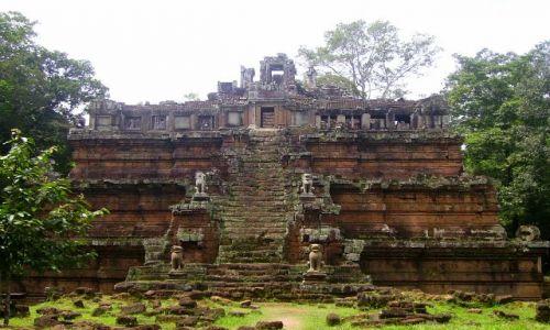 KAMBODżA / okolice Siem Reap / zespół Angkor Wat / świątynia Phimeanakas- przy Pałacu