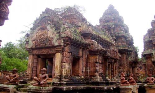 Zdjęcie KAMBODżA / okolice Siem Reap / świątynia Banteay Srei / poświęcona Sziwie - X wiek