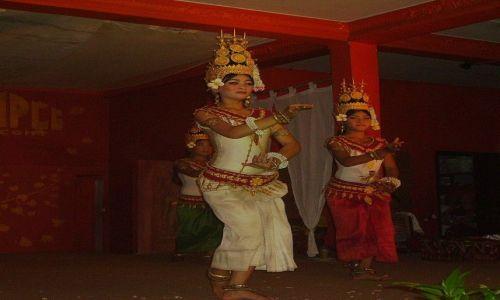 Zdjęcie KAMBODżA / Siem Reap / Siem Reap / podtrzymują tradycję kapłanek i tancerek Apsara