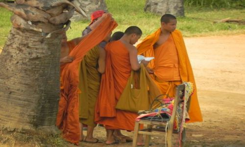 Zdjecie KAMBODżA / ANGKOR WAT / ANGKOR WAT / Buddyjscy Mnisi