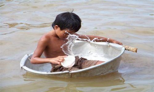 Zdjecie KAMBODżA / - / Tonle Sap Lake / Pływanie na byle czym:-)