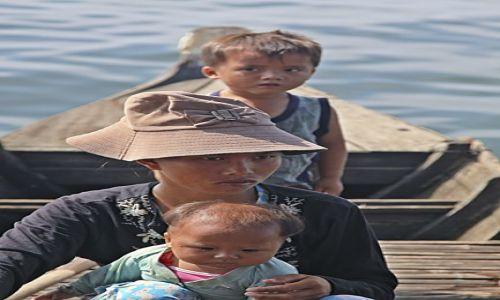Zdjęcie KAMBODżA / - / jezioro Tonle Sap / rodzina