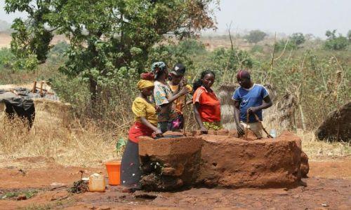 Zdjęcie KAMERUN / Northern Province / Ngaoundere / Studnia w Kamerunie