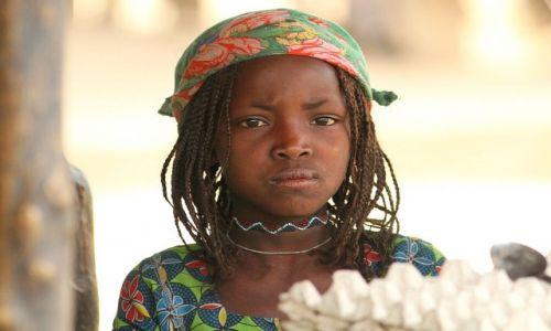 KAMERUN / Ngaoundere / Djaba / Mała sprzedawczyni