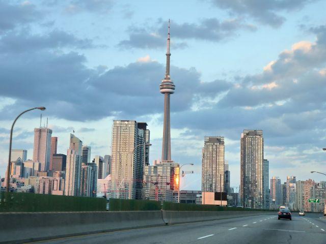 Zdjęcia: Toronto, Ontario, Wieża CN wśród wieżowców, KANADA