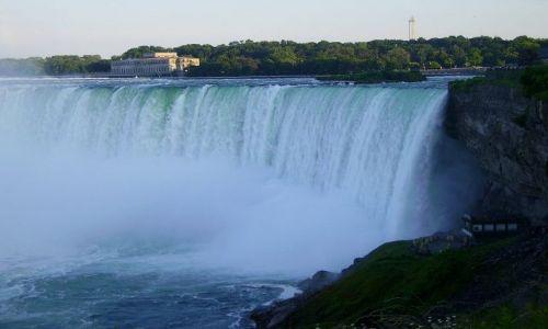 KANADA / Ontario / Niagara Falls / 2 mln litrów wody na sekundę!