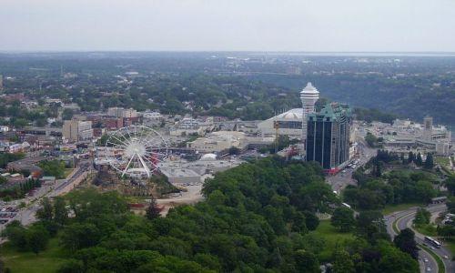 Zdjęcie KANADA / Ontario / Niagara Falls / widok na miasto Niagara Falls ze Skylon Tower
