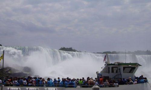 Zdjęcie KANADA / Ontario / Niagara Falls / wycieczka statkiem pod Niagara Falls