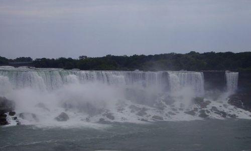 KANADA / Ontario / Niagara Falls / widok z łodzi na American Falls