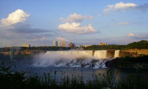 Zdjęcie KANADA / Ontario / Niagara Falls / ostatnie promienie słońca nad American Falls