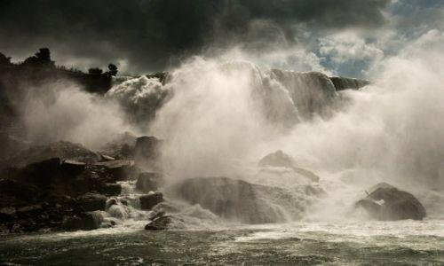 Zdjecie KANADA / - / Niagara Falls / trochę wody