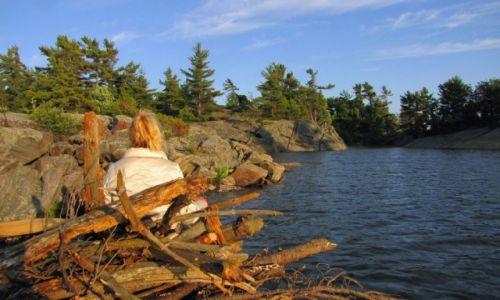 KANADA / Ontario / Wyspa Franklin Island na zatoce Georgian Bay / Zbieranie drzewa na ognisko