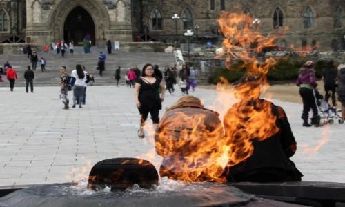 Zdjecie KANADA / Ontario / Ottawa / W płomieniach