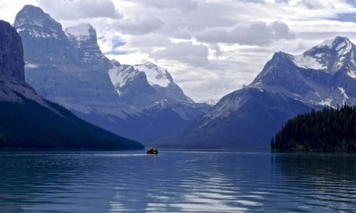 Zdjecie KANADA / Alberta Jasper NP / Maligne Lake / Przez Jezioro Maligne
