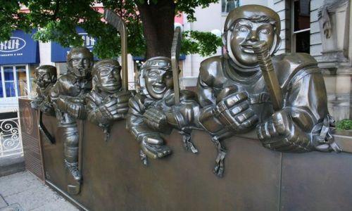 Zdjęcie KANADA / Ontario / Toronto - przed wejściem do muzeum Hockey Hall of Fame / zapraszają do Hockey Hall of Fame