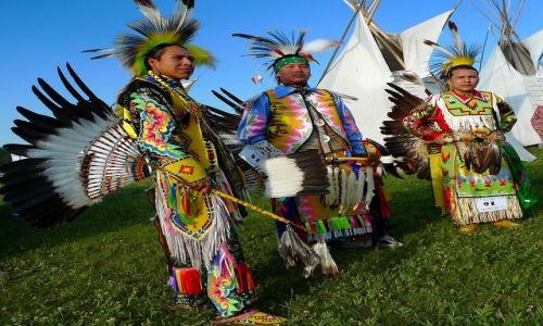 Zdjecie KANADA / Alberta / Trezerwat tsutsina / indianie 3
