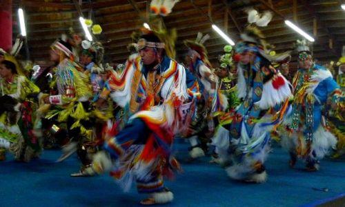 Zdjecie KANADA / Alberta / rezerwat tsutsina / indianie 9