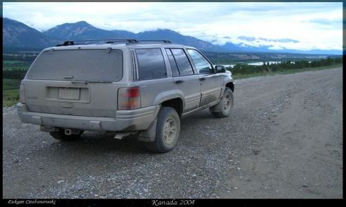KANADA / Rocky Mountains / Lake of the Hanging Glaciers / 4x4