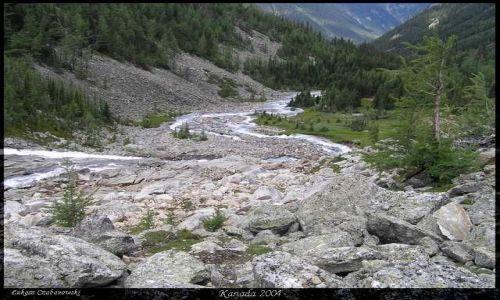 KANADA / Rocky Mountains / Lake of the Hanging Glaciers / Lasy British Columbi