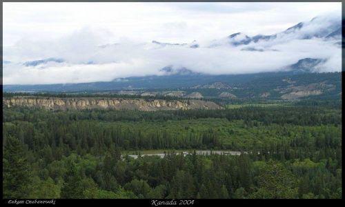 KANADA / Rocky Mountains / Lake of the Hanging Glaciers / Lasy British Columbi2