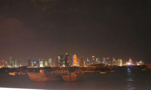 Zdjęcie KATAR / - / Doha / Stare statki  z nowoczesnością