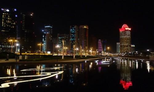 Zdjęcie KATAR / wschodnia część Półwyspu Arabskiego / Doha / Doha nocą