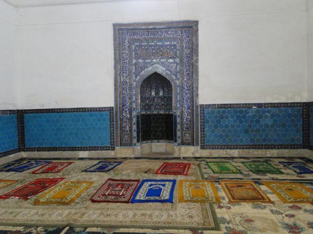 Zdjęcia: Mauzoleum Hana Yassawi, Turkistan, Dywany modlitewne, KAZACHSTAN