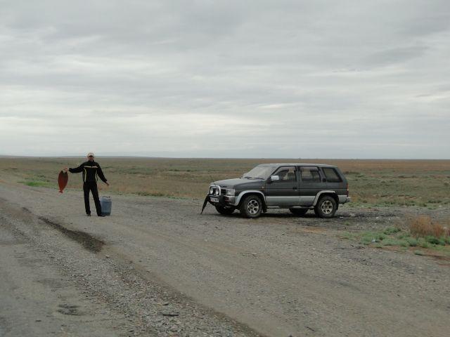 Zdjęcia: przy drodze.., Szynkoża, Przydrożny sprzedawca ryb, KAZACHSTAN