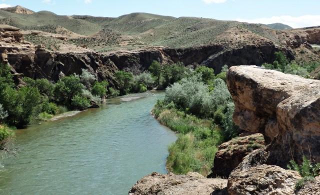 Zdjęcia: kilkanaście km. za Kanionem Szaryńskim w kierunku Kegen, Kazachstan południowy, Rzeka Szaryn, KAZACHSTAN