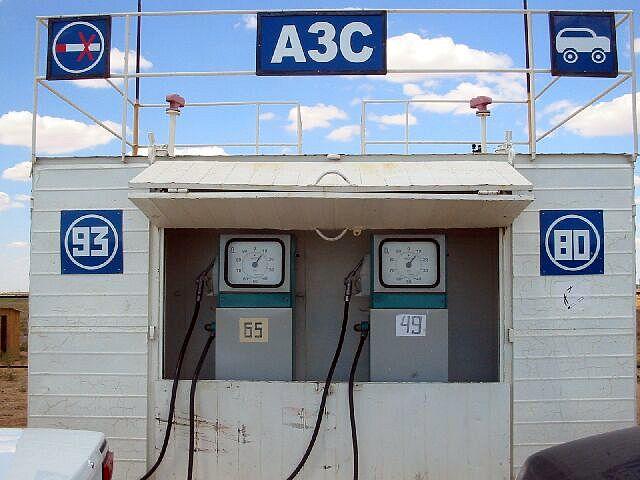 Zdjęcia: okolice Atyrau, Pierwsza stacja benzynowa w Kazachstanie, KAZACHSTAN