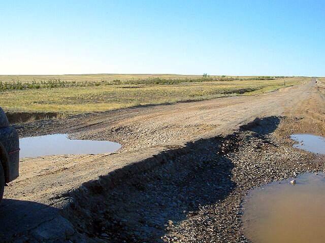 Zdjęcia: Kagandasz, Asfalt a raczej to co z niego zostało, KAZACHSTAN
