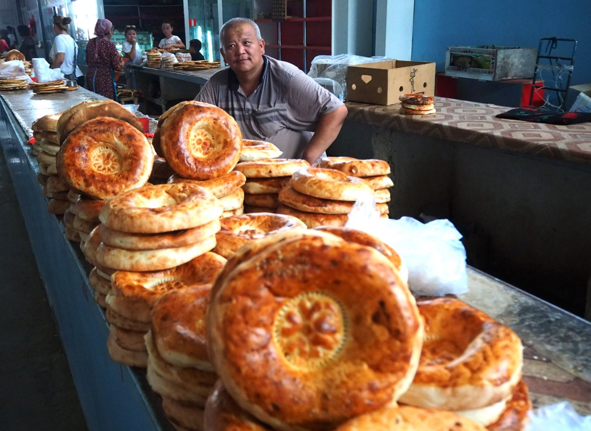 Zdjęcia: bazar w Turkiestanie, płd. Kazachstan, Lepioszki, KAZACHSTAN