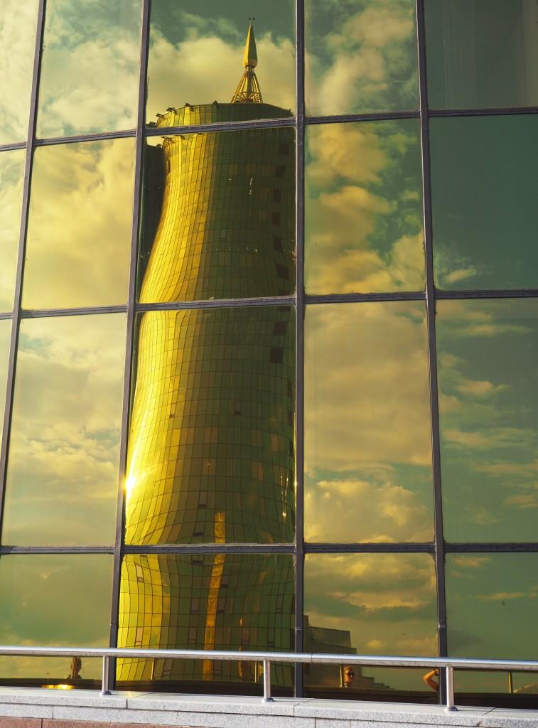 Zdjęcia: Astana, płn. Kazachstan, Złote odbicie, KAZACHSTAN