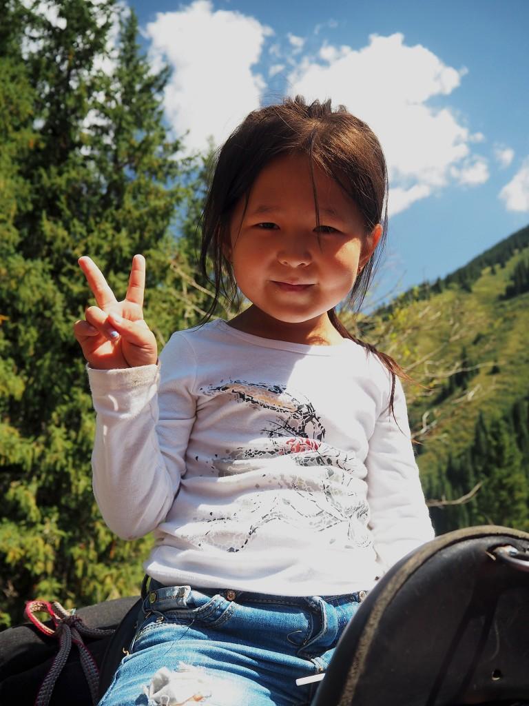 Zdjęcia: Park Narodowy Kolsay Lakes, płd.-wsch. Kazachstan, Dziewczynka w siodle, KAZACHSTAN