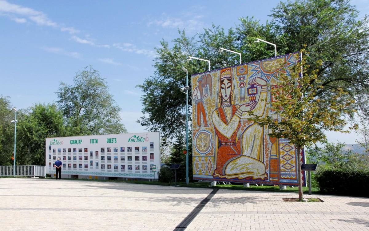 Zdjęcia: Ałma-Ata, Odrestaurowana mozaika wystawiona na górze Kok Tobe , KAZACHSTAN
