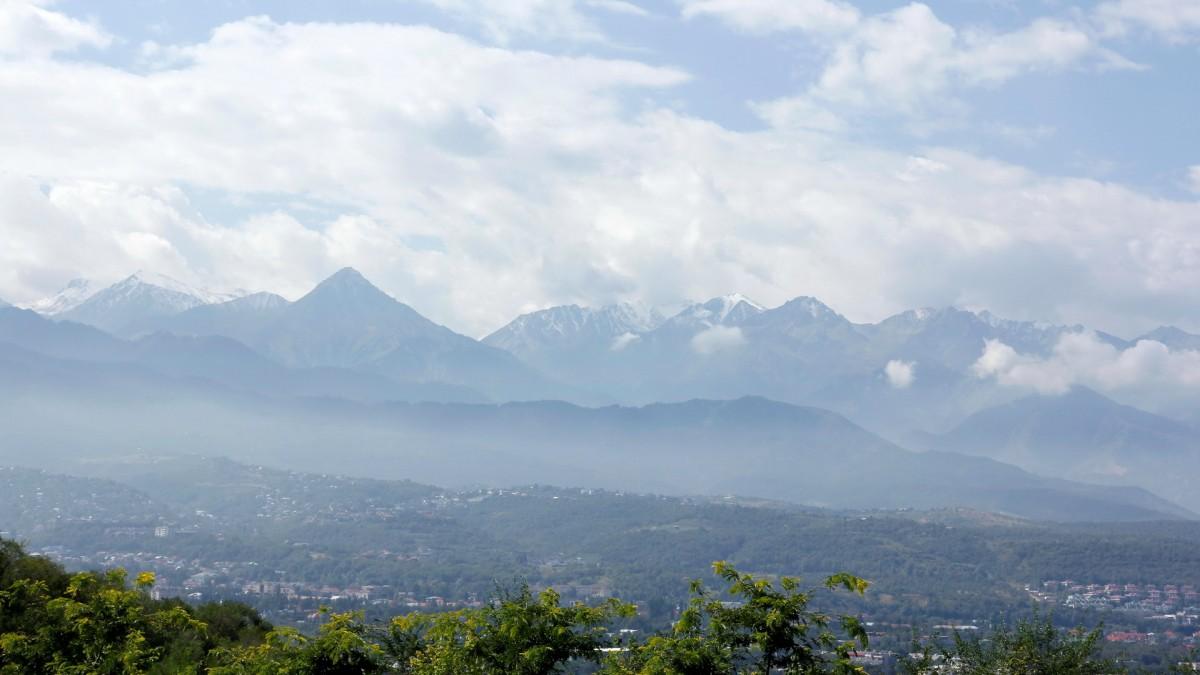 Zdjęcia: Ałma-Ata, Ałatau Zailijski, u podnóża którego leży Ałma-Ata, KAZACHSTAN