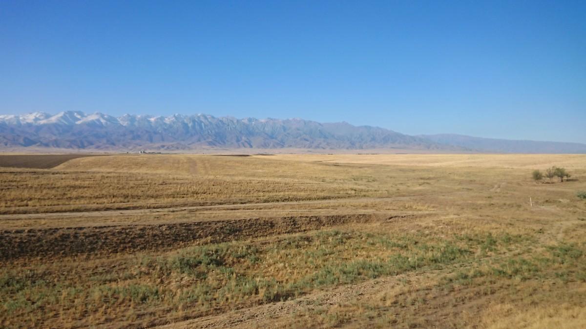 Zdjęcia: Obwód żambylski, Step i góry na horyzoncie, KAZACHSTAN