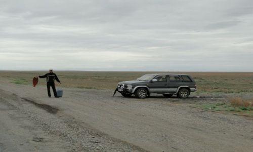 Zdjecie KAZACHSTAN / Szynkoża / przy drodze.. / Przydrożny sprzedawca ryb
