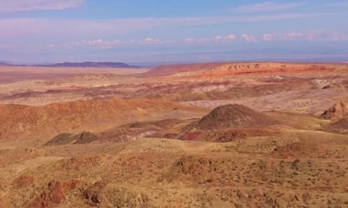 KAZACHSTAN / Południowo-wschodni Kazachstan / Boguty Mountains / Marsjański krajobraz