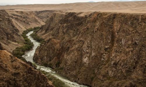 Zdjęcie KAZACHSTAN / płd. Kazachstan, Ałmatynska obłast / dolina rzeki Szaryn / Kanion Szaryński mniej znany...