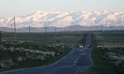 KAZACHSTAN / Kazachstan południowy /  Kegen przed nami / Wieczorne spojrzenie na nowy wymiar Tienszan