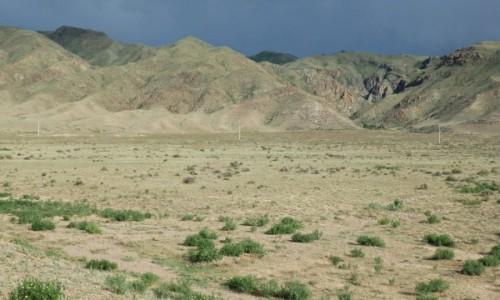 KAZACHSTAN / Kazachstan południowy / gdzieś pomiędzy Ałmatą ,a Kanionem Szaryńskim / Po drodze do Kanionu Szaryńskiego