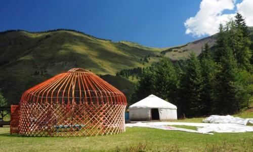 Zdjęcie KAZACHSTAN / płd.-wsch. Kazachstan /  Kolsay Lakes / Stawiamy jurtę