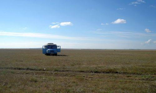Zdjecie KAZACHSTAN / Płn.Kazachstan / 150 km od Pietropawłowska / szerokiej drogi