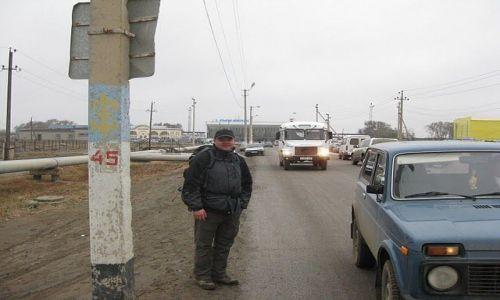 Zdjecie KAZACHSTAN / Atarau / ulica / w oczekiwaniu na stopa