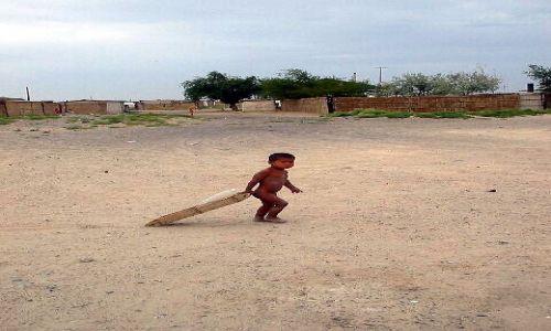 KAZACHSTAN / brak / okolice Aralska / Dziecko na Kazachskiej wsi