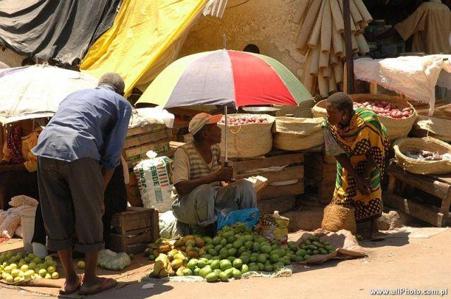 Zdjęcia: Mombasa, Zachodnia Kenia, Targ uliczny w Mombasie, KENIA